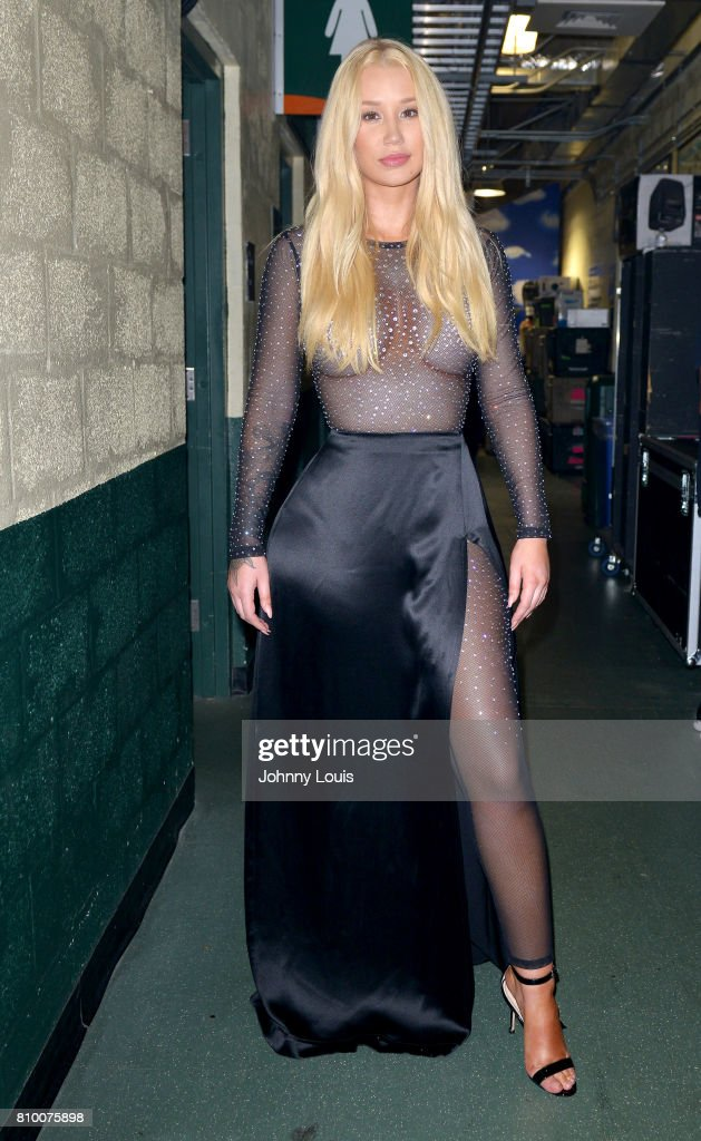 Iggy Azalea poses backstage during Univision's 'Premios Juventud' 2017 Celebrates The Hottest Musical Artists And Young Latinos Change-Makers at Watsco Center on July 6, 2017 in Coral Gables, Florida.