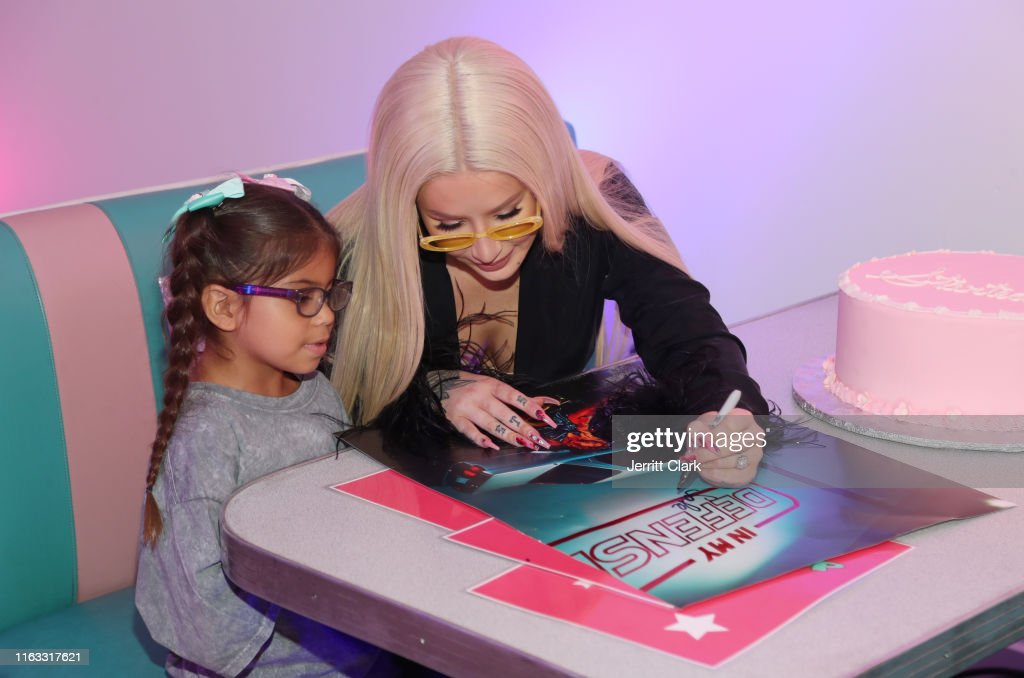 """Iggy Azalea """"In My Defense"""" Pop Up Shop And Autograph Signing : News Photo"""