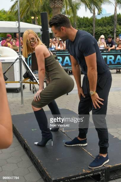 Iggy Azalea teaches Mark Wright how to twerk at 'Extra' at Universal Studios Hollywood on July 10 2018 in Universal City California