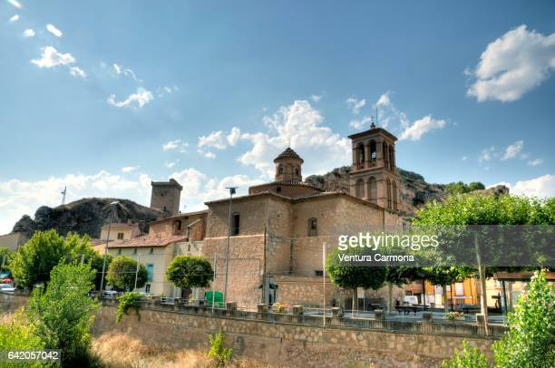 iglesia de la natividad de la santísima virgen - alhama de aragón, prov. zaragoza, spain - aragon fotografías e imágenes de stock