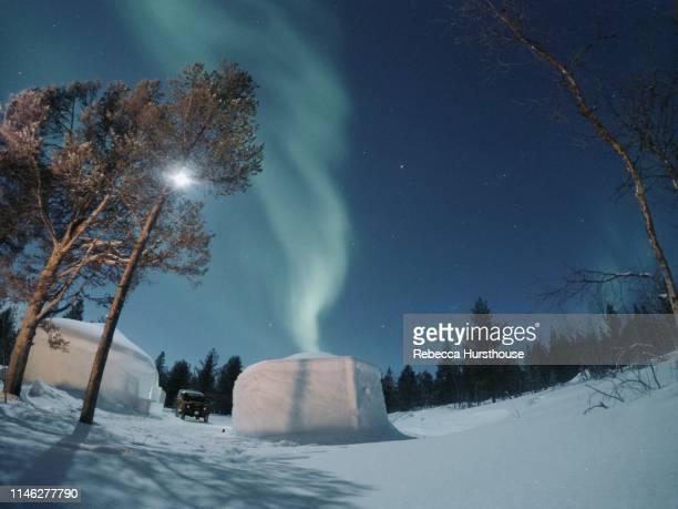 igloo phenomenon - light natural phenomenon stock pictures, royalty-free photos & images