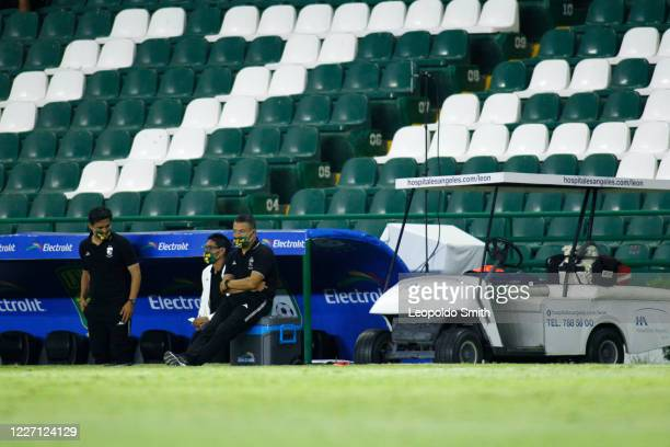 Ignacio Ambriz coach of Leon looks on during a match between Leon and FC Juarez as part of the friendly tournament Copa Telcel at Leon Stadium on...