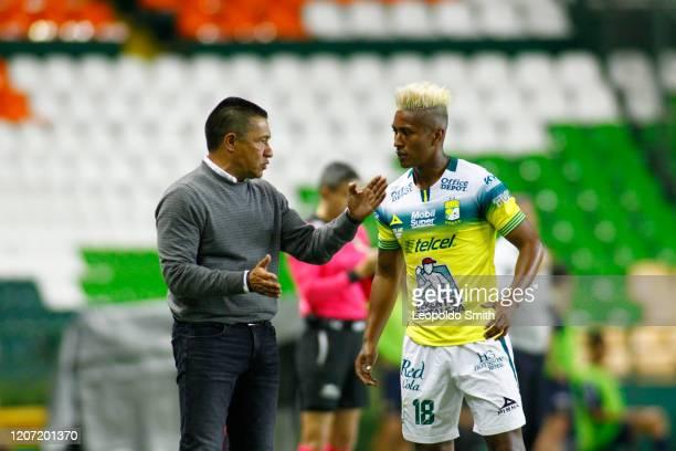 Ignacio Ambriz coach of Leon talks to his player Pedro Jesus Aquino during the 10th round match between Leon and Pumas UNAM as part of the Torneo...