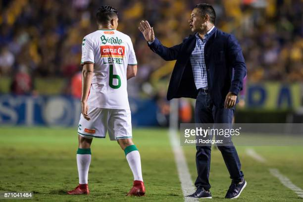 Ignacio Ambriz coach of Necaxa talks to Luis Perez during the 16th round match between Tigres UANL and Necaxa as part of the Torneo Apertura 2017...