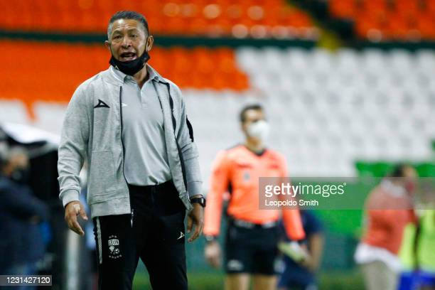 Ignacio Ambriz head coach of Leon reacts during the 8th round match between Leon and Cruz Azul as part of the Torneo Guard1anes 2021 Liga MX at Leon...