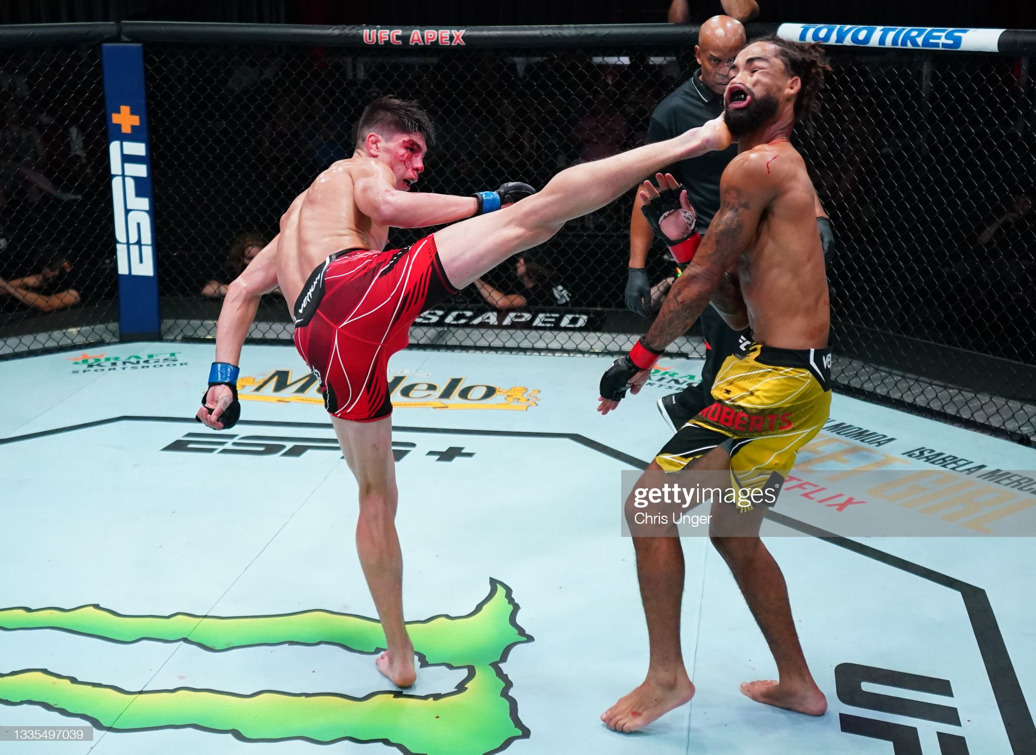 ignacio-bahamondes-of-chile-knocks-out-roosevelt-roberts-with-a-kick-picture-id1335497039