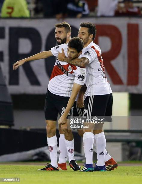 Ignacio Fernandez of River Plate celebrates with teammates Lucas Pratto and Ignacio Scocco after scoring the first goal of his team during a match...