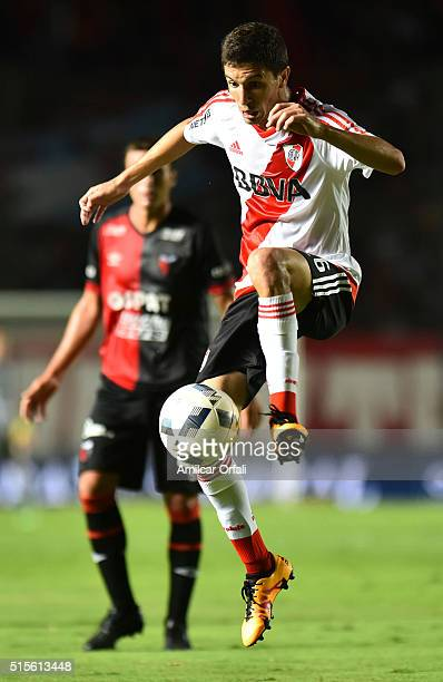 Ignacio Fernandez of River Plate controls the ball during a match between Colon and River Plate as part of Torneo de Transicion 2016 at Brigadier...