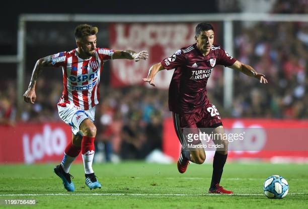 Ignacio Fernandez of River Plate drives the ball during a match between Union and River Plate as part of Superliga 2019/20 at 15 de Abril Stadium on...
