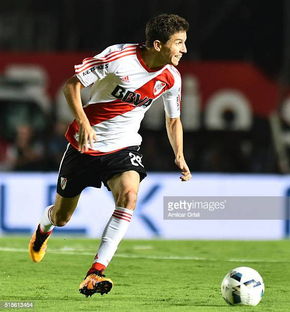 Ignacio Fernandez of River Plate drives the ball during a match between Colon and River Plate as part of Torneo de Transicion 2016 at Brigadier Lopez...