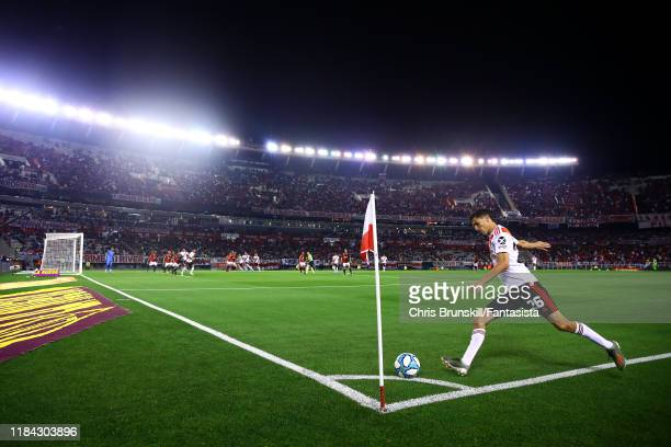 Ignacio Fernandez of River Plate takes a corner kick during a match between River Plate and Colón as part of Superliga Argentina 2019/20 at Estadio...