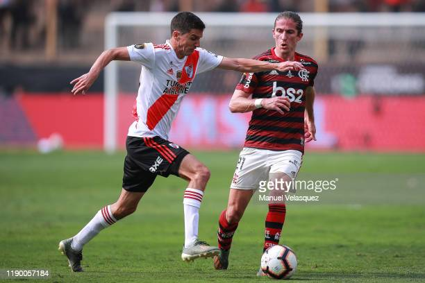 Ignacio Fernández of River Plate struggles for the ball against Filipe Luis of Flamengo during the final match of Copa CONMEBOL Libertadores 2019...
