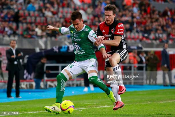 Ignacio Gonzalez of Leon and Angelo Henriquez of Atlas fight for the ball during the first round match between Atlas and Leon as part of the Torneo...