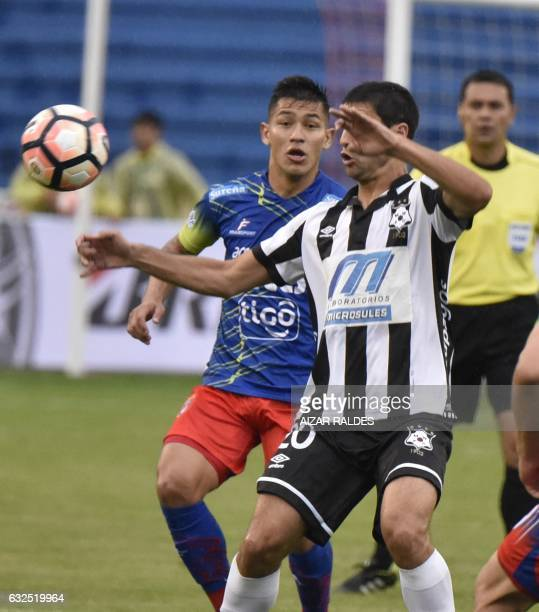 Ignacio Gonzalez of Uruguayan Wanderers vies for the ball with Saulo Guerra of Bolivia's Sucre during their Copa Libertadores football match at...