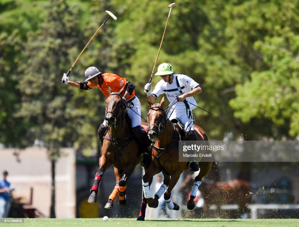Ignacio Novillo Astrada of La Aguada competes for the ball with Pascual Sainz de Vicuña of La Esquina during a match between La Aguada L. M. v La Esquina L. M. as part of the HSBC 124°° Argentina Polo Open at Campo Argentino de Polo on November 14, 2017 in Buenos Aires, Argentina.