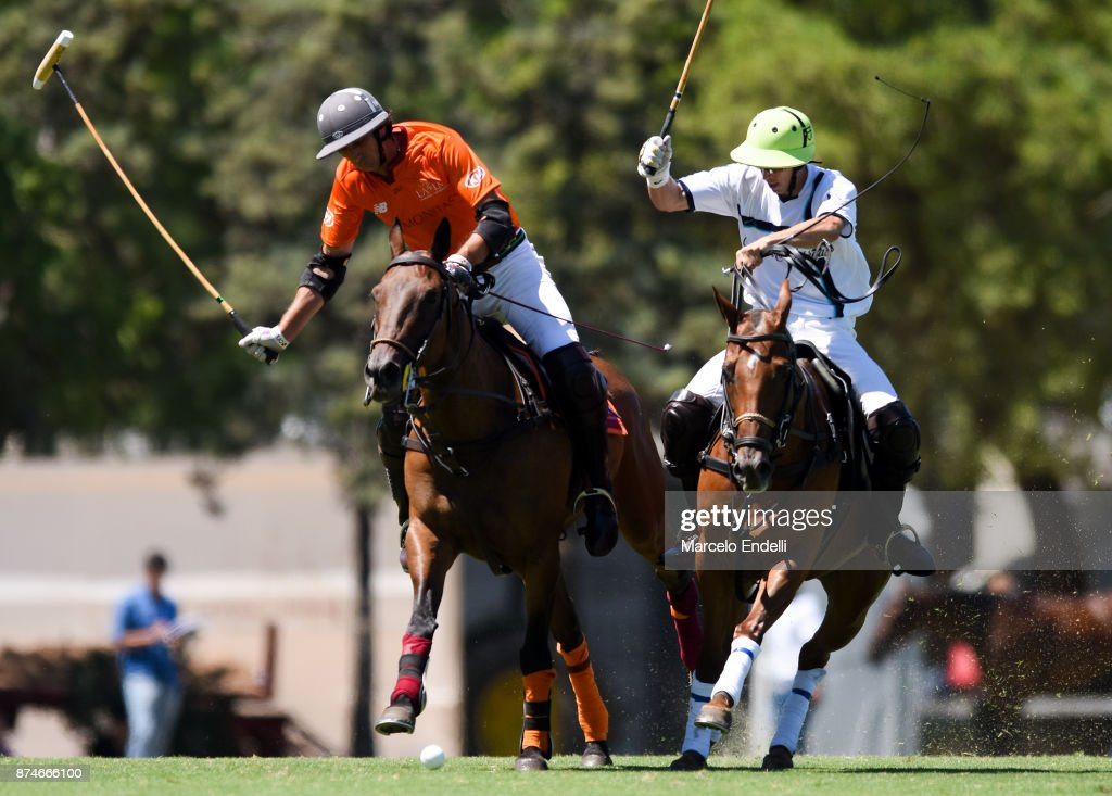 Ignacio Novillo Astrada of La Aguada competes for the ball with Pascual Sainz de Vicuña of La Esquina during a match between La Aguada L. M. v La Esquina L. M. as part of the HSBC 124° Argentina Polo Open at Campo Argentino de Polo on November 14, 2017 in Buenos Aires, Argentina.