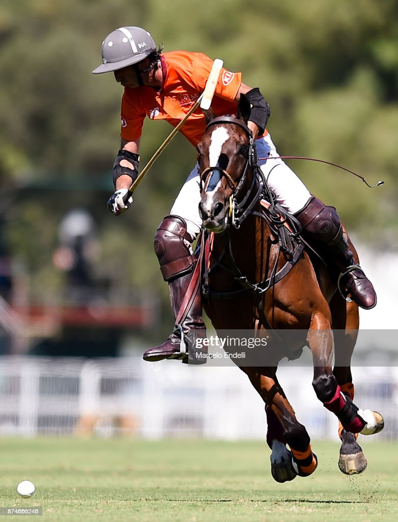 Ignacio Novillo Astrada of La Aguada drives the ball during a match between La Aguada L. M. v La Esquina L. M. as part of the HSBC 124° Argentina Polo Open at Campo Argentino de Polo on November 14, 2017 in Buenos Aires, Argentina.