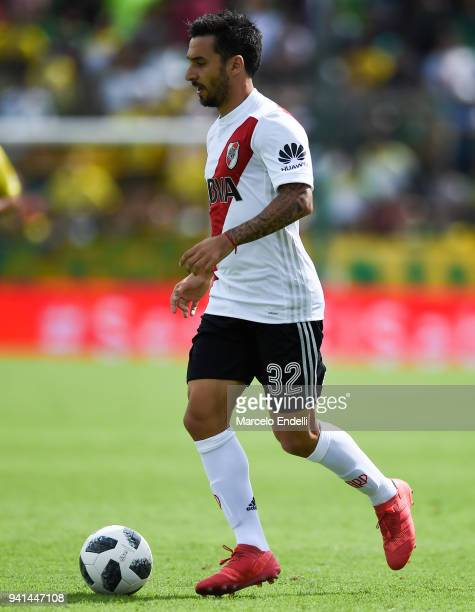 Ignacio Scocco of River Plate drives the ball during a match between Defensa y Justicia and River Plate as part of Superliga 2017/18 at Norberto...