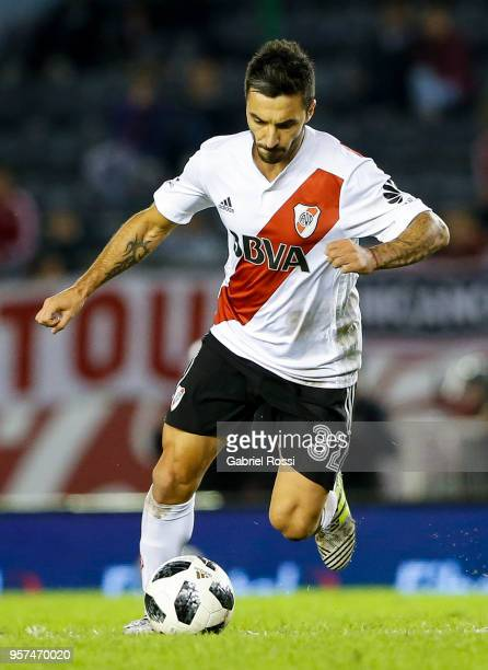 Ignacio Scocco of River Plate drives the ball during a match between River Plate and Estudiantes de La Plata as part of Superliga 2017/18 at Estadio...