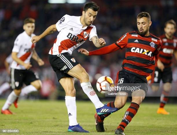 Ignacio Scocco of River Plate fights for the ball with Leo Duarte of Flamengo during a match between River Plate and Flamengo as part of Copa...