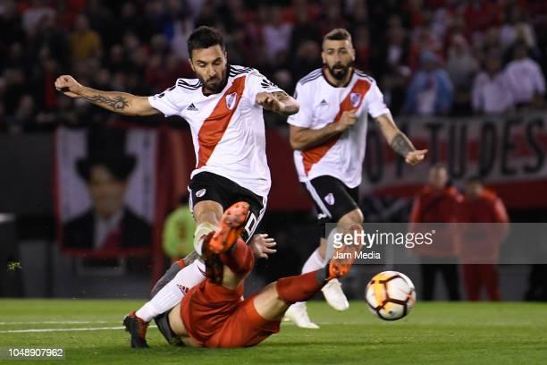 Ignacio Scocco of River Plate kicks the ball to score during a quarter final second leg match of Copa CONMEBOL LIbertadores 2018 between River Plate...