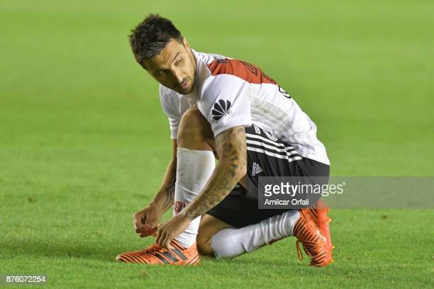 Ignacio Scocco of River Plate ties his shoes during a match between Independiente and River Plate as part of the Superliga 2017/18 at Libertadores de...