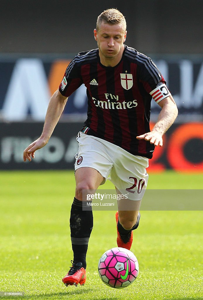 Ignazio Abate of AC Milan in action during the Serie A match between AC Chievo Verona and AC Milan at Stadio Marc'Antonio Bentegodi on March 13, 2016 in Verona, Italy.