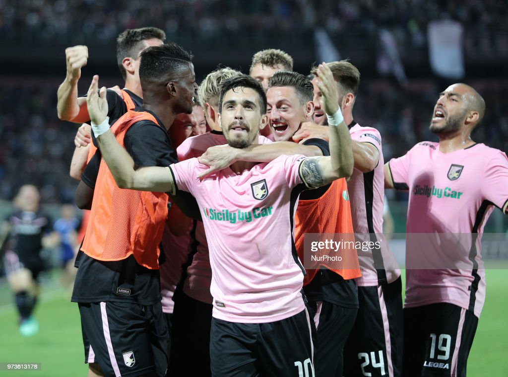 Igor Coronado of Palermo celebrates after scoring the equalizing goal during the serie B playoff match final between US Citta di Palermo and Frosinone Calcio at Stadio Renzo Barbera on June 13, 2018 in Palermo, Italy.
