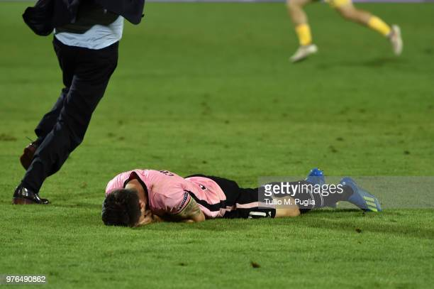 Igor Coronado of Palermo shows his dejection after losing the serie B playoff match final between Frosinone Calcio v US Citta di Palermo at Stadio...