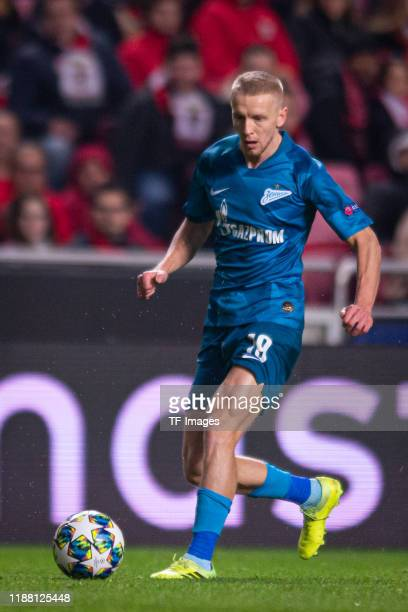 Igor Smolnikov of Zenit St Petersburg controls the ball during the UEFA Champions League group G match between SL Benfica and Zenit St Petersburg at...
