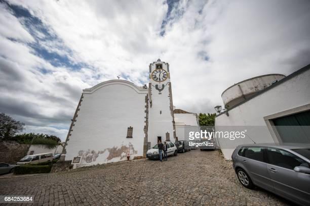 igreja de santa maria do castelo, tavira, algarve, portugal - tavira imagens e fotografias de stock