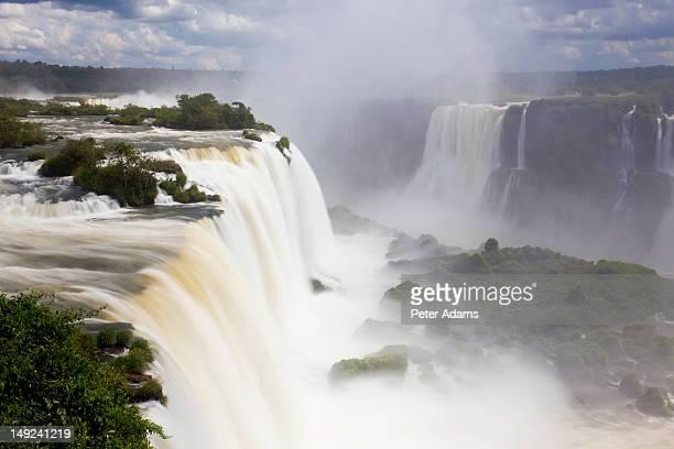 iguacu falls, cataratta foz do iguacu, brazil - フォスドイグアス ストックフォトと画像