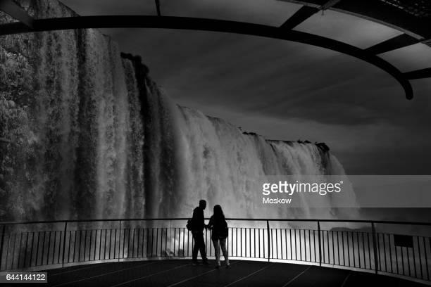 iguaçu waterfalls - フォスドイグアス ストックフォトと画像