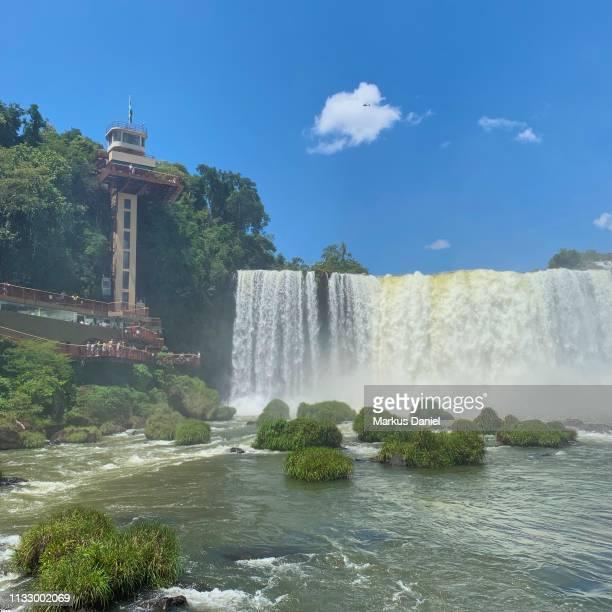 "iguazu falls (cataratas do iguaçu, brazil) elevator tower and observation platform - ""markus daniel"" photos et images de collection"