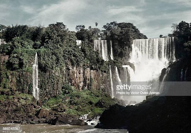 iguazu falls - victor ovies fotografías e imágenes de stock
