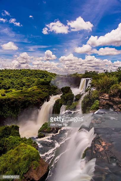 iguazu falls - 縦位置 ストックフォトと画像