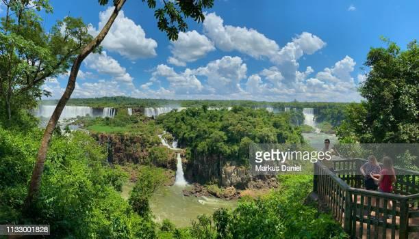 "iguazu falls (cataratas do iguaçu, brazil) with observation platform - ""markus daniel"" photos et images de collection"