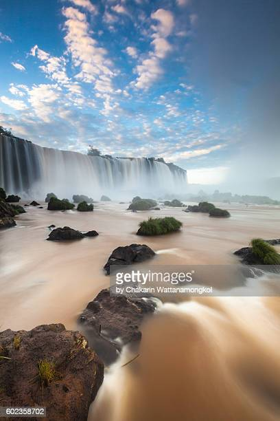 iguazu waterfall at sunrise - イグアス滝 ストックフォトと画像
