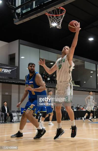 Ihor Zaytsev of Taiwan Beer fight for basket during the SBL Finals Game One between Taiwan Beer and Yulon Luxgen Dinos at Hao Yu Trainning Center on...