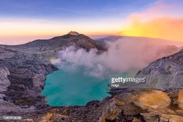 kawah ijen crater, banyuwangi, indonesia - volcanic crater stock pictures, royalty-free photos & images