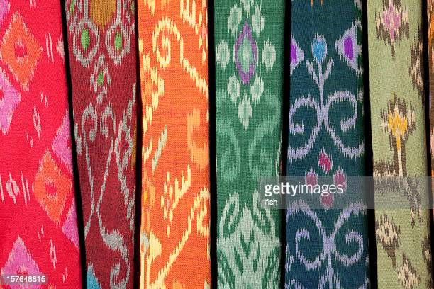 ikat textiles at indonesian textile market - indonesian cloth 個照片及圖片檔