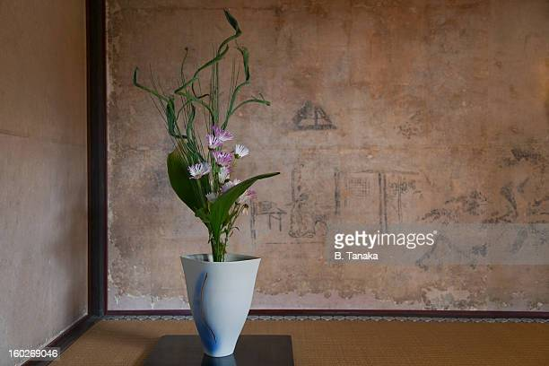 ikebana at manshuin temple in kyoto, japan - ikebana stock pictures, royalty-free photos & images