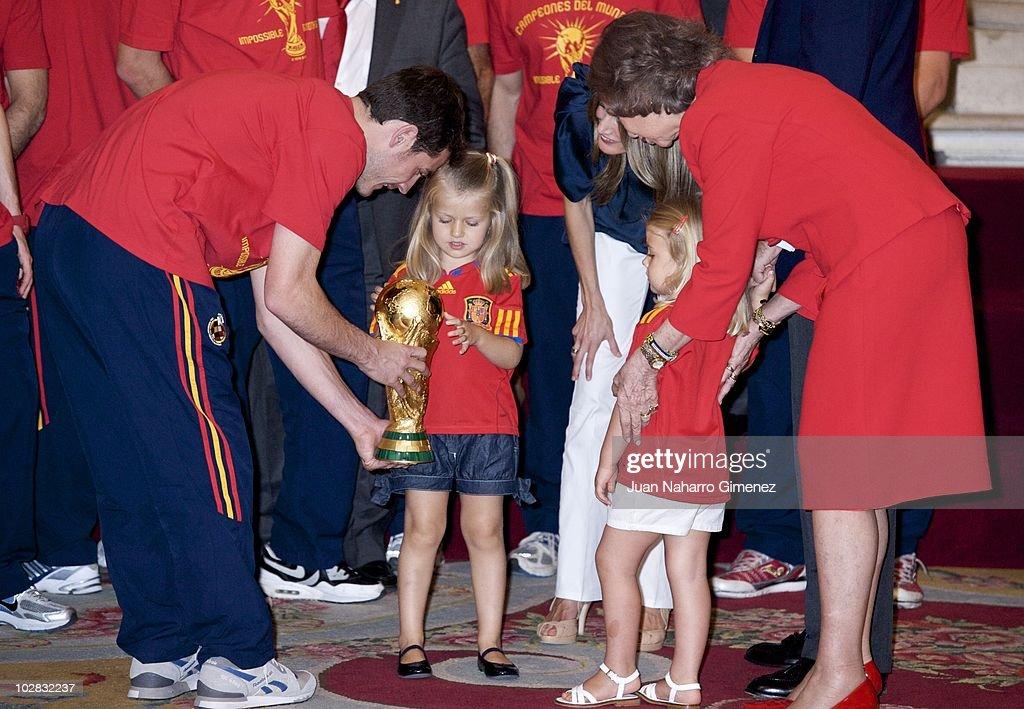 Spanish King Meets FIFA 2010 World Cup Winning Team