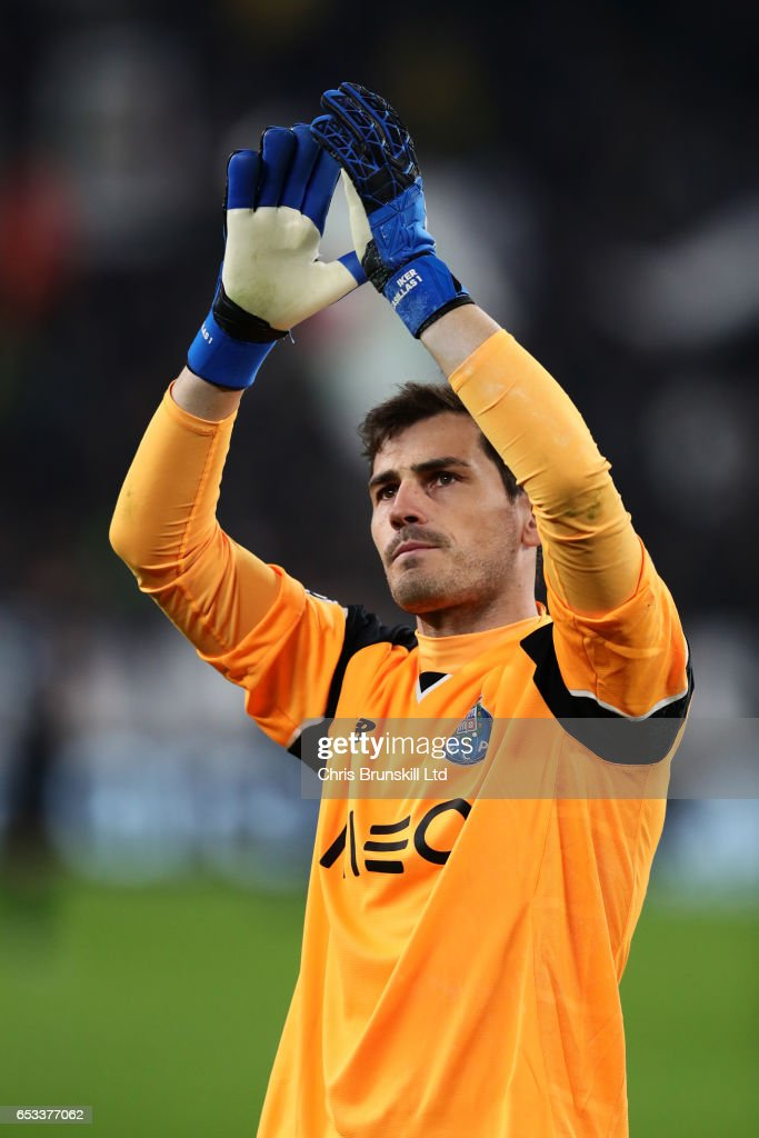 Iker Casillas of FC Porto appaluds at the end of the UEFA Champions League Round of 16 second leg match between Juventus and FC Porto at Juventus Stadium on March 14, 2017 in Turin, Italy.