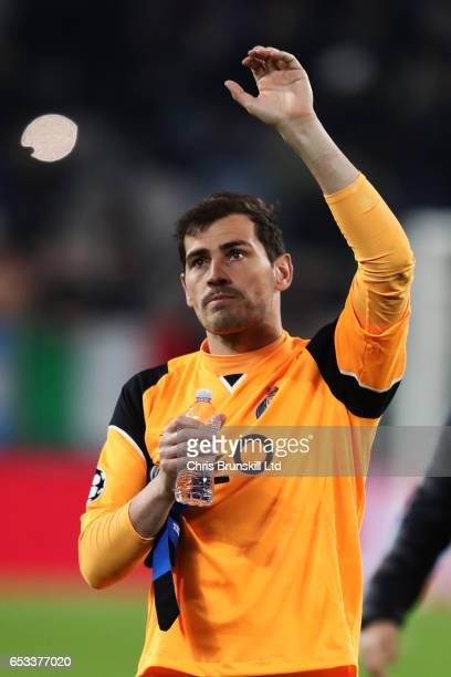 Iker Casillas of FC Porto waves at the end of the UEFA Champions League Round of 16 second leg match between Juventus and FC Porto at Juventus...
