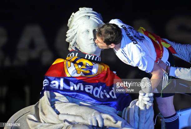Iker Casillas of Real Madrid kisses the Cibeles statue on April 21 2011 in Madrid Spain Real beat Barcelona 10 in the Copa del Rey final in...