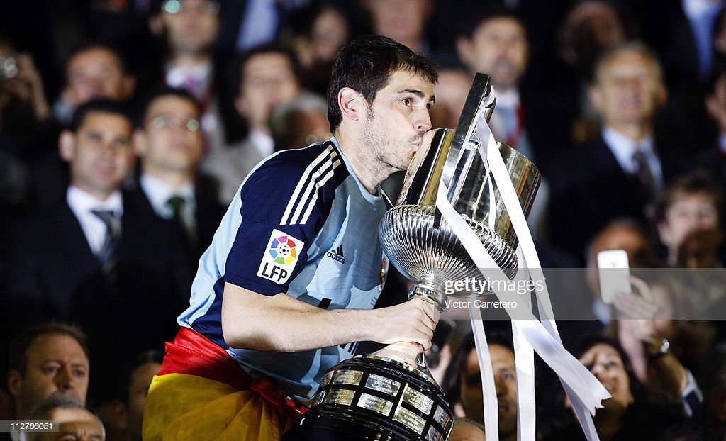 Iker Casillas of Real Madrid kisses the Copa del Rey trophy after the Copa del Rey Final between Barcelona and Real Madrid at Estadio Mestalla on April 20, 2011 in Valencia, Spain.