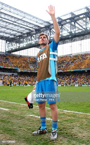 Iker Casillas of Spain acknowledges the fans after the 30 win in the 2014 FIFA World Cup Brazil Group B match between Australia and Spain at Arena da...