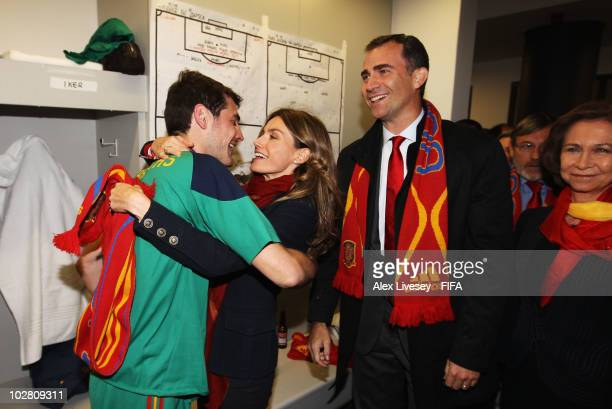 Iker Casillas of Spain poses with Queen Sofia of Spain Prince Felipe of Spain and Princess Letizia of Spain in the Spanish dressing room after they...