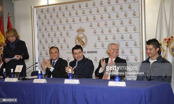 Iker Casillas president of Madrid region Esperanza Aguirre president of Real Madrid football team Florentino Fernandez and Cristiano Ronaldo who...
